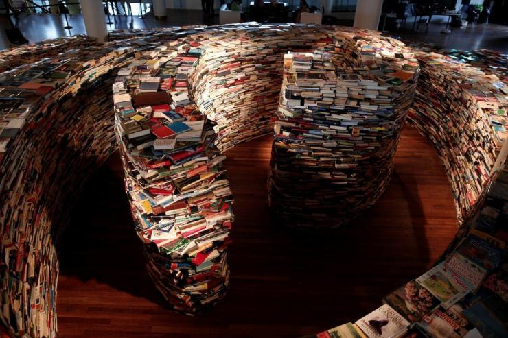 Marcos Saboya and Gualter Pupo, Giant Labyrinth Constructed from 250,000 Books
